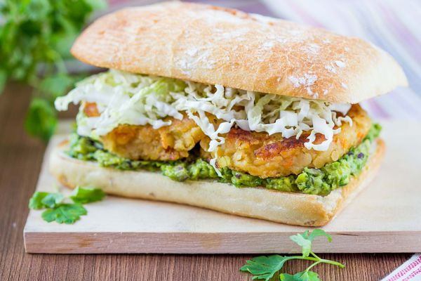 http://12tomatoes.com/2014/06/vegetarian-recipe-lentil-burgers-with-guacamole.html