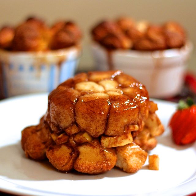 http://zagleft.com/food/apple-fritter-monkey-bread-one/