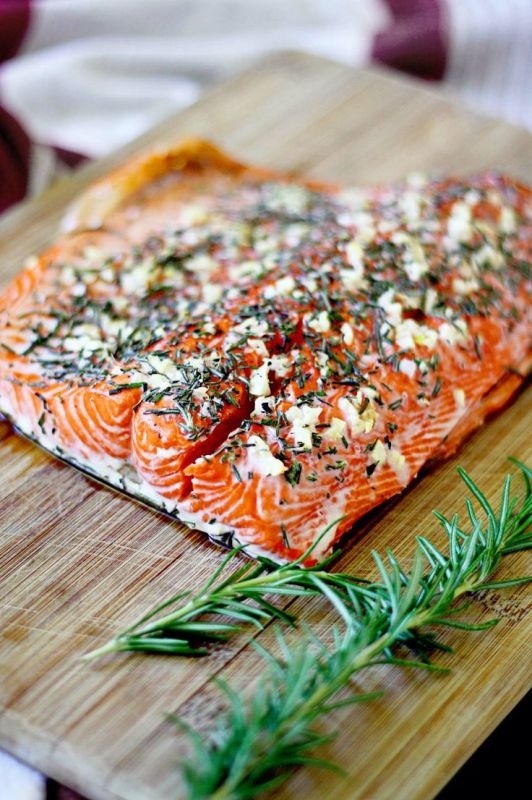 http://www.insockmonkeyslippers.com/rosemary-and-garlic-roasted-salmon-revisited